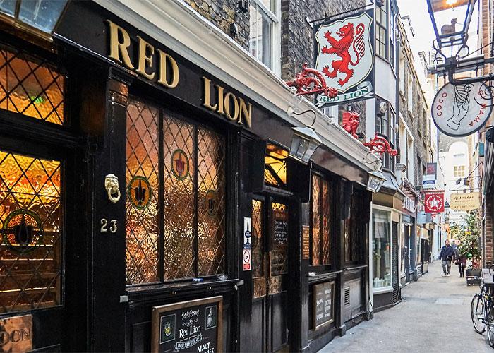 The Red Lion Pub (Crown Passage)